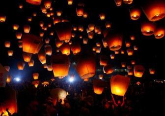 Lampioane zburatoare pentru orice eveniment